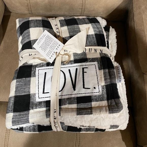 """NWT Rae Dunn Sherpa """"love"""" throw"""